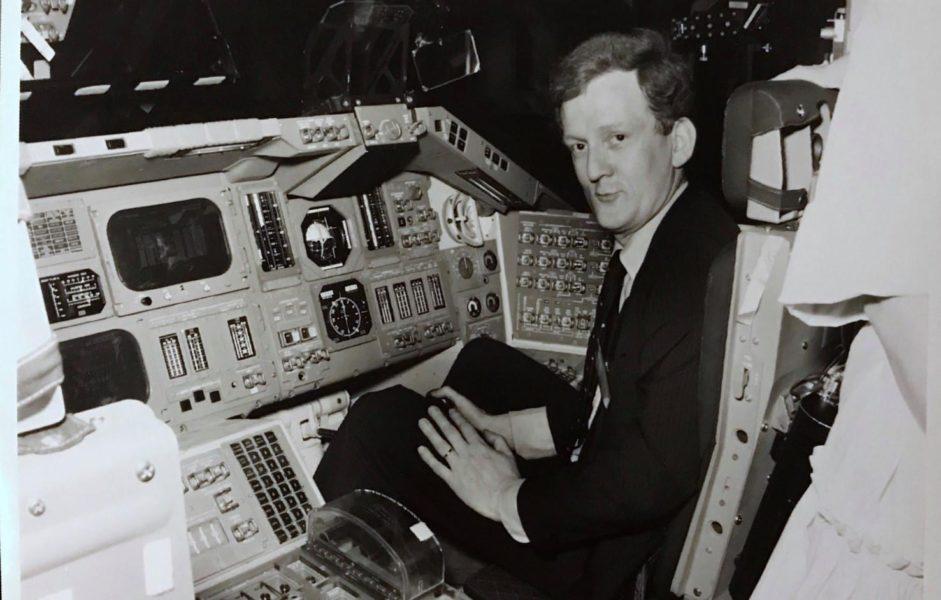 Gilbert Hadey dans une navette spatiale à la Nasa à Houston