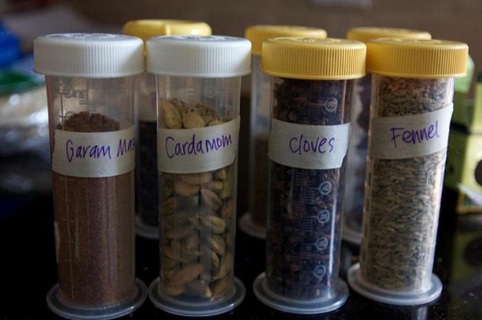 14 Reuse baby bottles as spice jars via simphome
