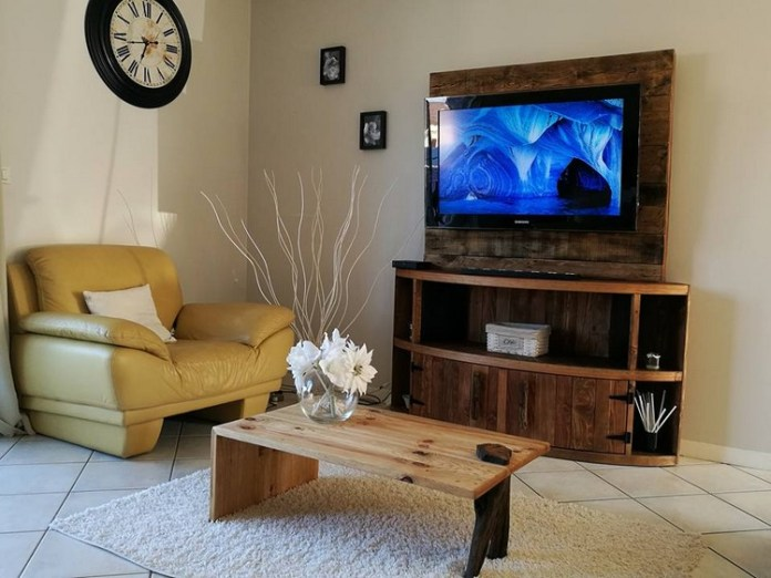 10 Entertainment Center from Wood Pallet Simphome com