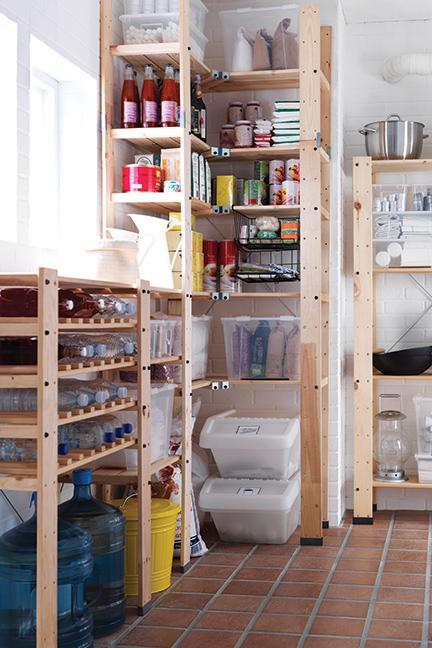 232 A Perfect open pantry via simphome