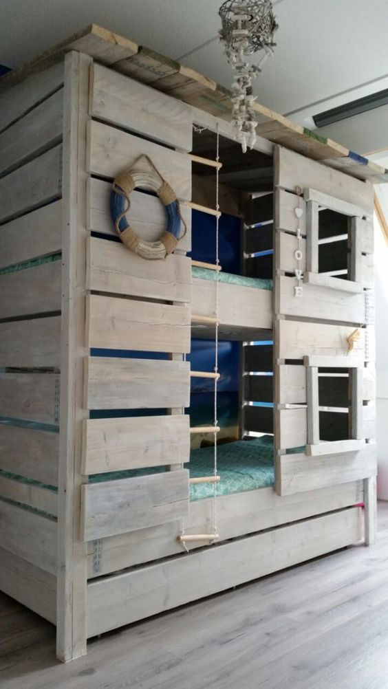 78 This sturdy beach house bunk bed has been designed by Roomzzz Simphome