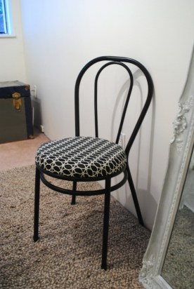 How to refresh Little Bistro Chair Via Simphome 11
