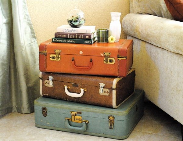 5 Stack Up Old Suitcases via simphome