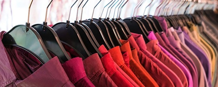 2. Try Storing Your Clothes by Colours via Simphome