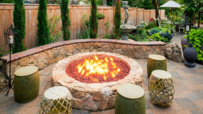 7.Wicker Furniture around the Rustic Firepit Area via Simphome.com
