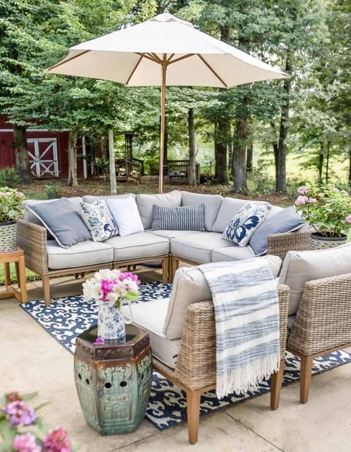5. SIMPHOME.COM Make your outdoor living room