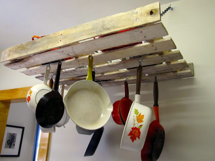 10.Simphome.com Pallet Pot Rack