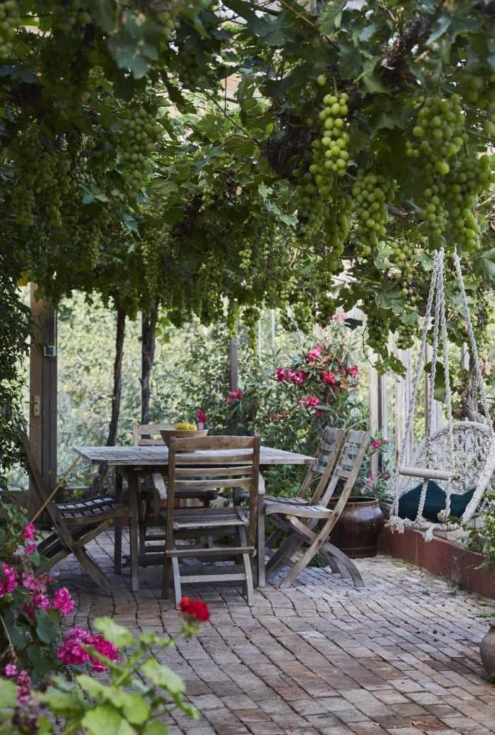 1.Simphome.com Create an Outdoor Living Area