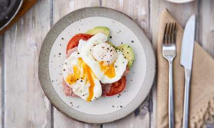 Poached eggs with salmon, tomato and avocado