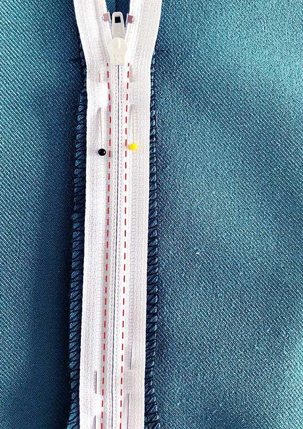 Stitching zipper on fabric