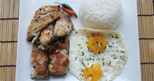 Filipino Fried Bangus Breakfast (Daing na Bangus)