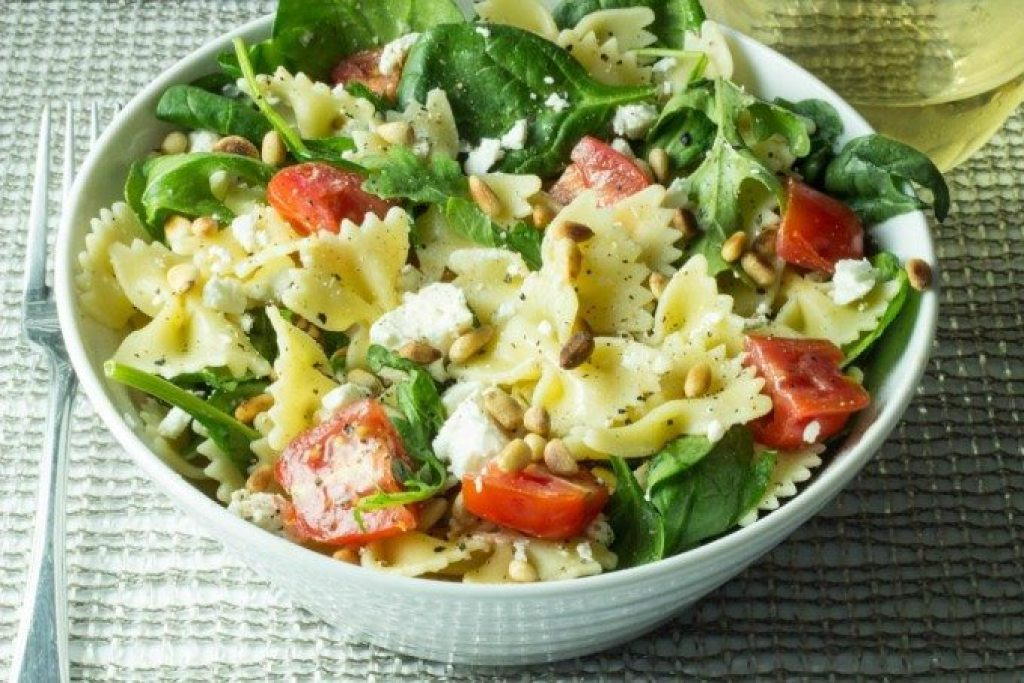 Farfalle pasta with sprinach and feta