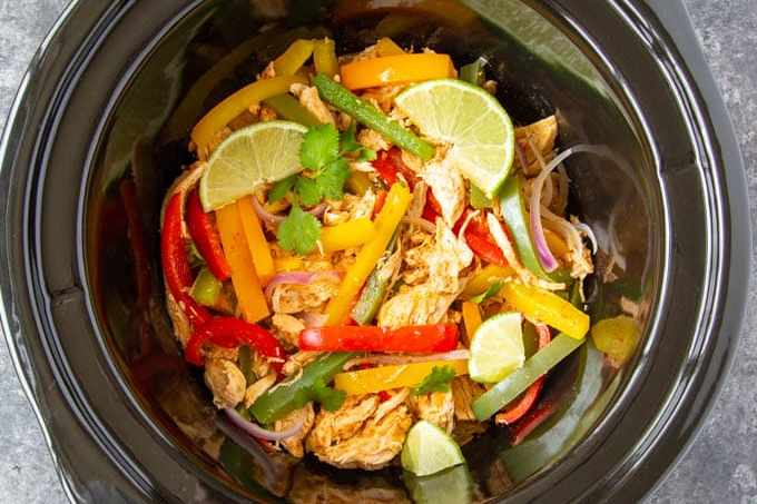 sliced peppers and chicken in crockpot