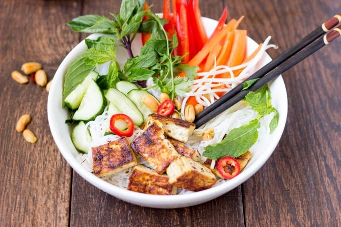 vietnamese noodle salad with grilled tofu 4