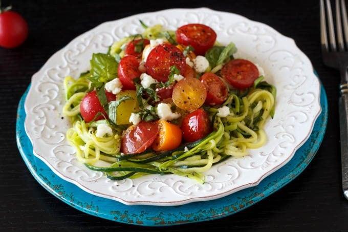 zucchini pasta with tomato blue plate