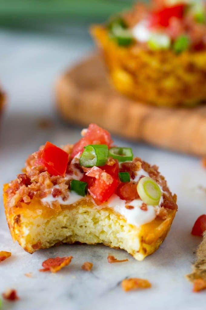 faux-loaded-potato-skins-cauliflower-muffin bite