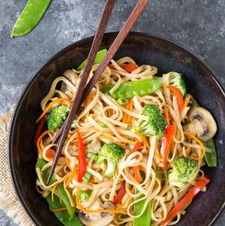 Quick & Easy Lo Mein { Instant Pot or Stove-top} 15 minute meal