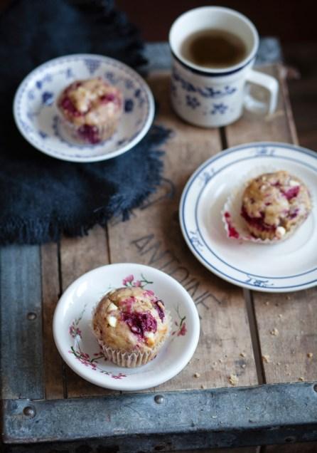 Muffins aux bananes, framboises et chocolat