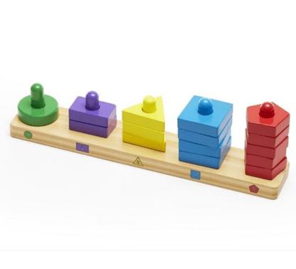 Empiler et trier les formes en bois