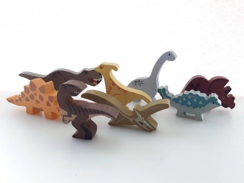 8 dinosaures en bois