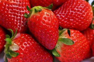 strawberries-1317946_640