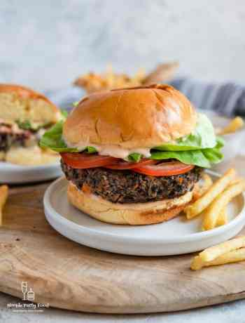 SIMPLE Black Bean Burger - vegetarian alternative to a burger #veggieburger #beanburger #plantbased #impossibleburger