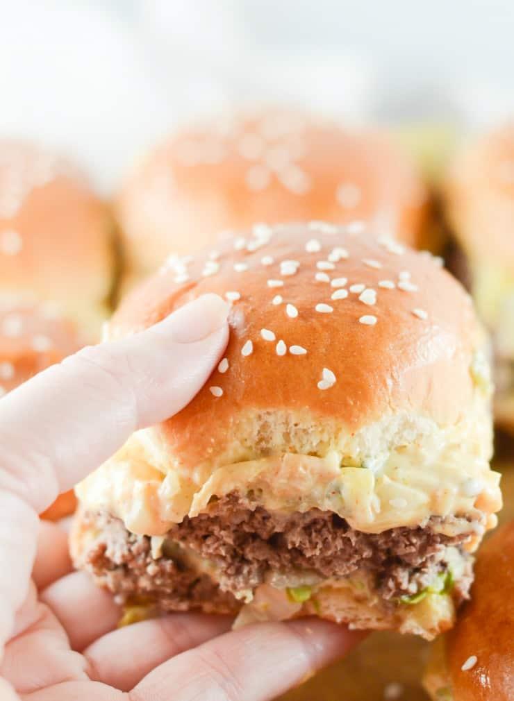 SIMPLE Copycat Big Mac McDonald's sliders with special sauce! #mcdonalds #bigmac #copycatbigmac #sliders #partysliders #specialsauce #simplepartyfood