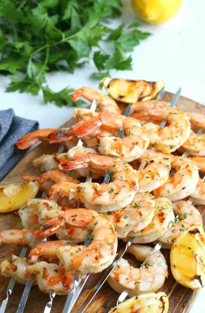 SIMPLE Garlic and Herb Grilled Shrimp Skewers - 5 ingredient recipe for simple delicious grilled shrimp #simplepartyfood