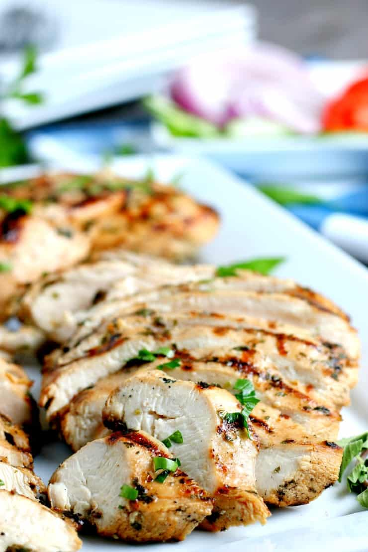 SIMPLE Grilled Chicken - tips and tricks to getting moist delicious grilled chicken #grilledchicken #chickenmarinade #party #simplepartyfood