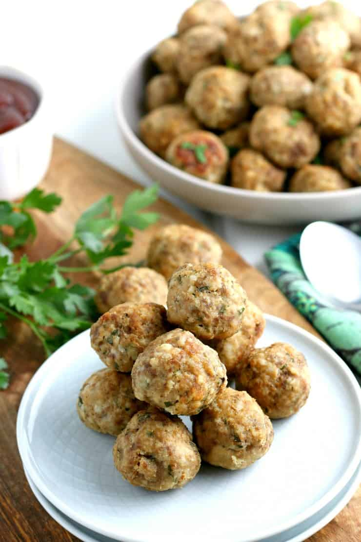 SIMPLE Baked Homemade Meatballs - don't overcomplicate the process. Simple meatballs ready for whatever you want. #meatballs #meatballrecipe #homemademeatballs #bakedmeatballs