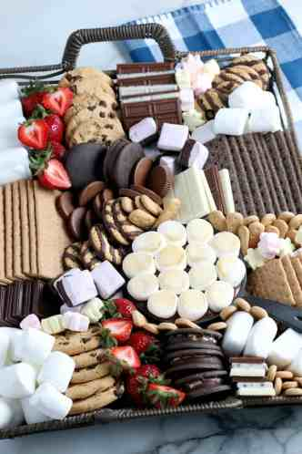SIMPLE S'mores Dessert board with 11 twists on S'more recipes #dessertboard #4thofjuly #summerdesserts #simplepartyfood