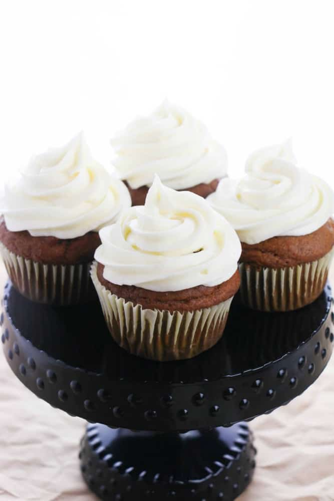 SIMPLE pumpkin cupcakes with a cream cheese frosting - pumpkin flavor, light and fluffy