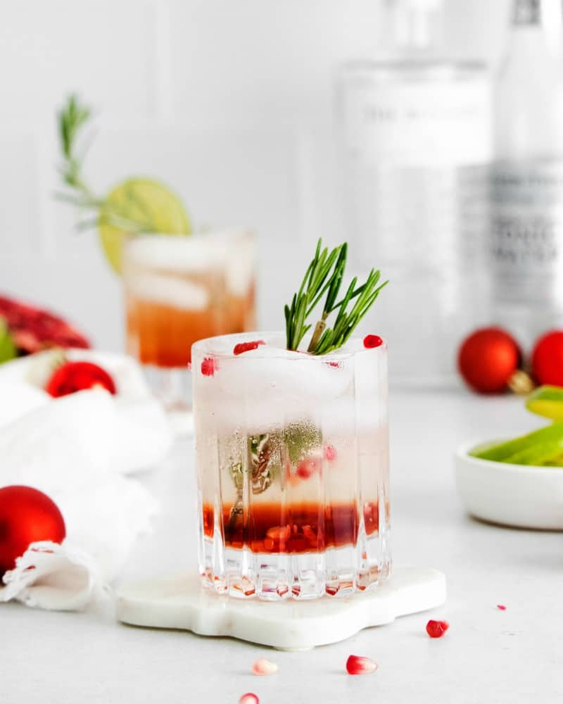 How to make a SIMPLE Pomegranate Gin and tonic for the holidays