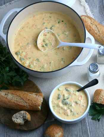SIMPLE Broccoli and Cheddar Soup #heartysoups #simplepartyfood