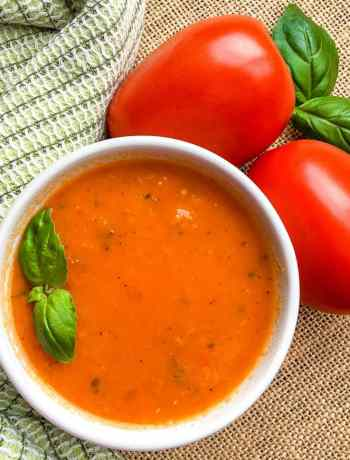 How to make roasted tomato soup with fennel, red peppers and garlic #tomatosoup #simplepartyfood