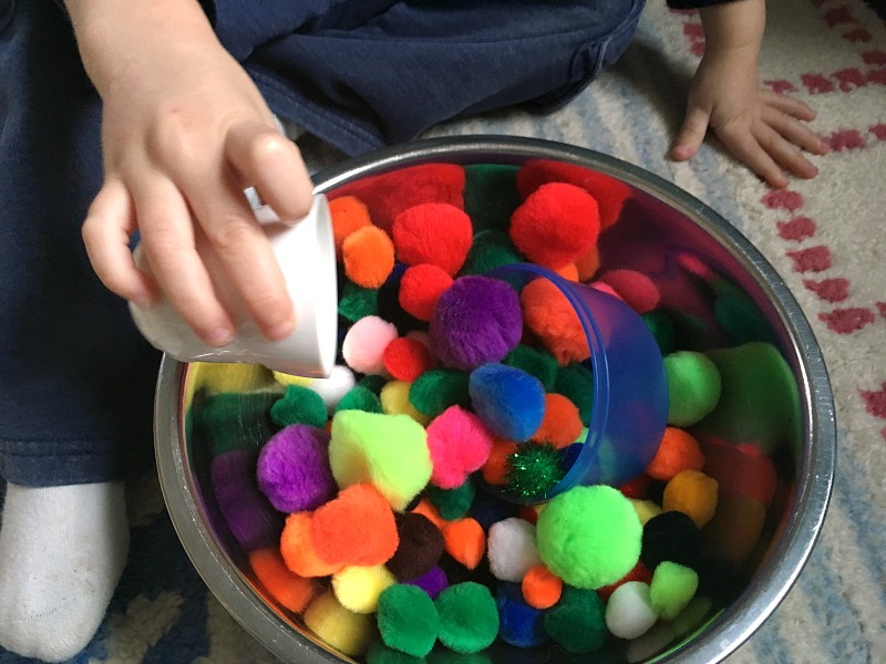 Quiet bin for toddlers - a pompom sensory bin!
