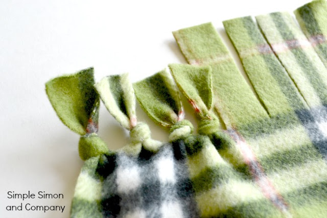 A No Sew Polar Fleece Blanket Tutorial Simple Simon And Company