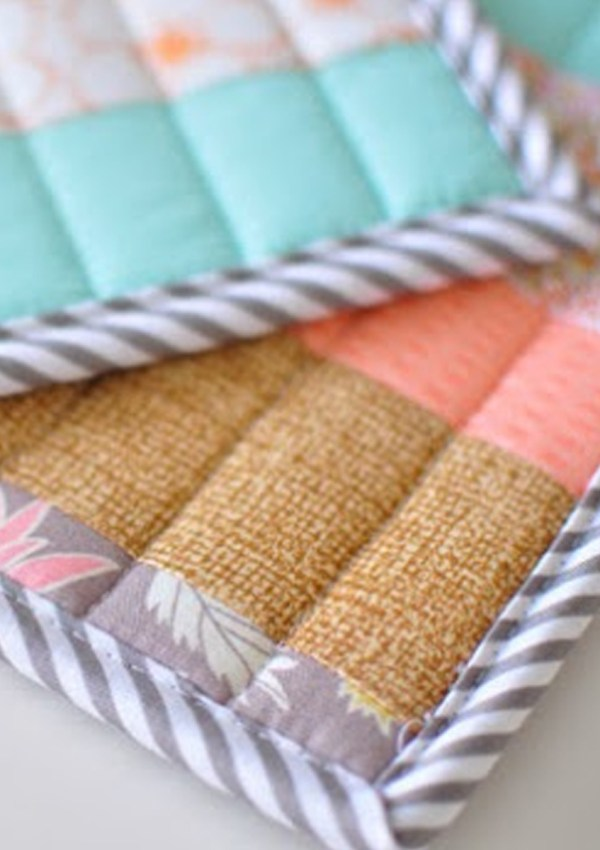 Quilted Potholders from Scraps {Quilt Binding Tutorial}