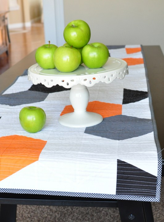 table runner pon table