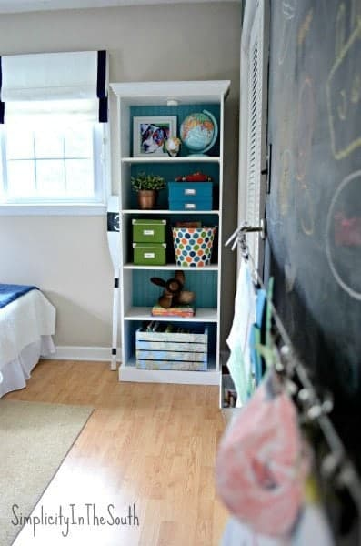Boys-shared-bedroom-by-Simplicity-In-The-South.-Bookcase-and-art-wall..
