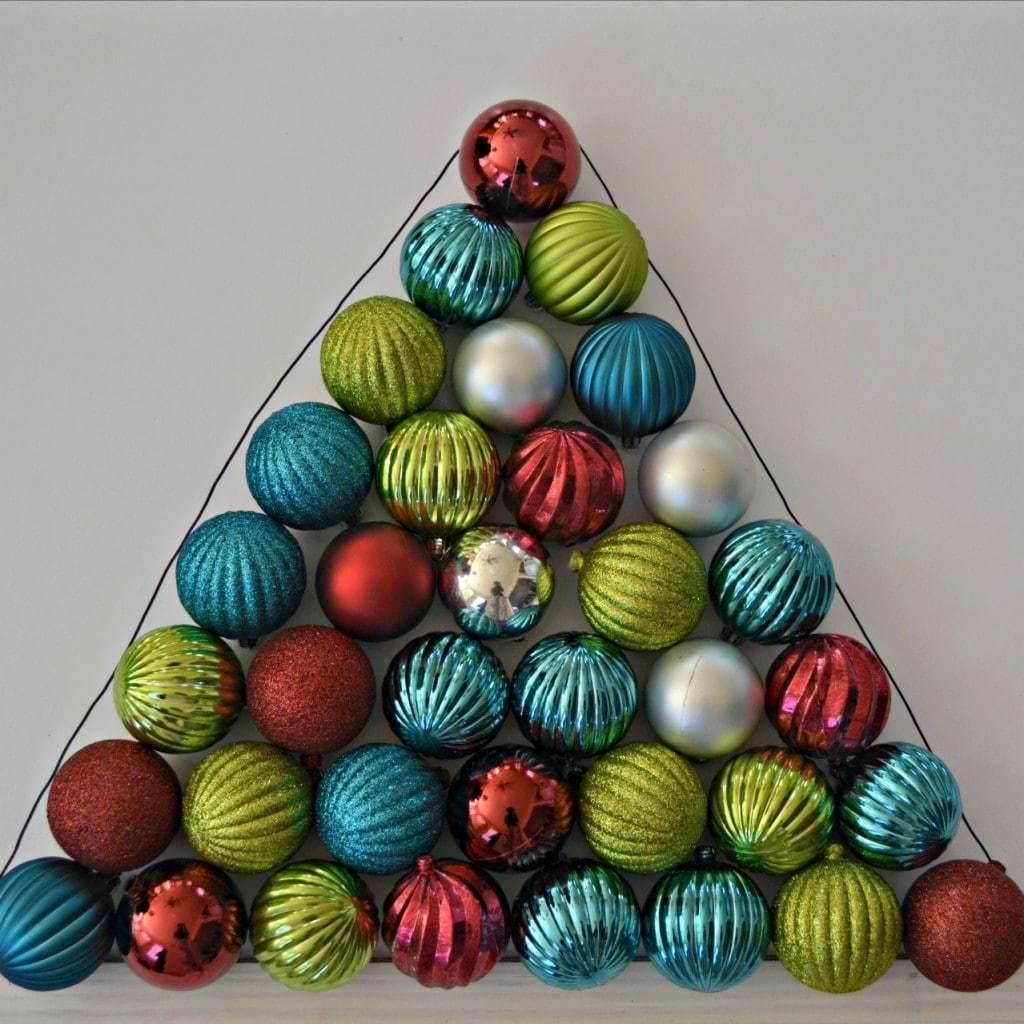 How to make a Christmas ornament wreath that is shaped like a Christmas tree