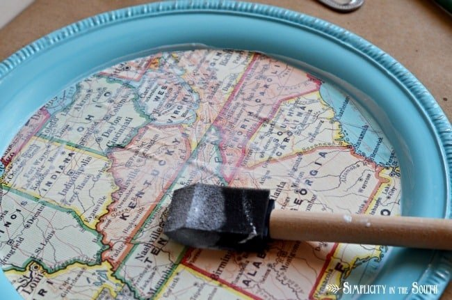 how to decoupage a map tray