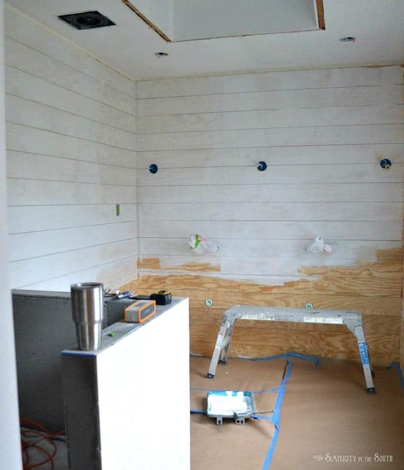 Shiplap gives you the casual, farmhouse look that so many of us are after and can be done easily and for very little money. This tutorial shows you how to get the shiplap-look for less.