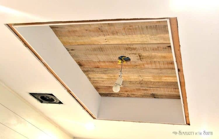 Cove ceiling with pallet wood