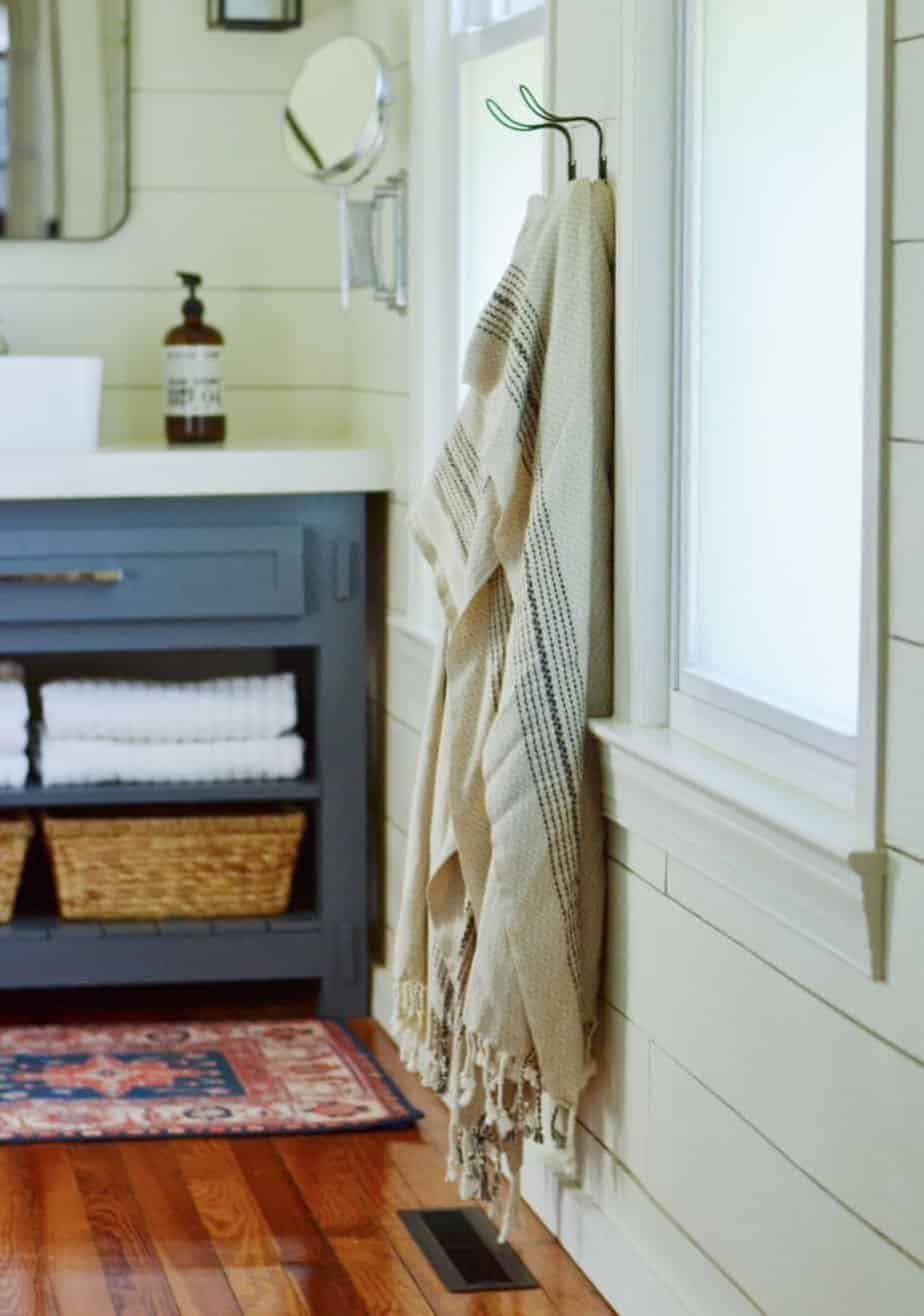 Turkish towels - how to organize a master bathroom