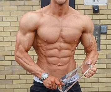 a male fitness competitor who uses SARMs