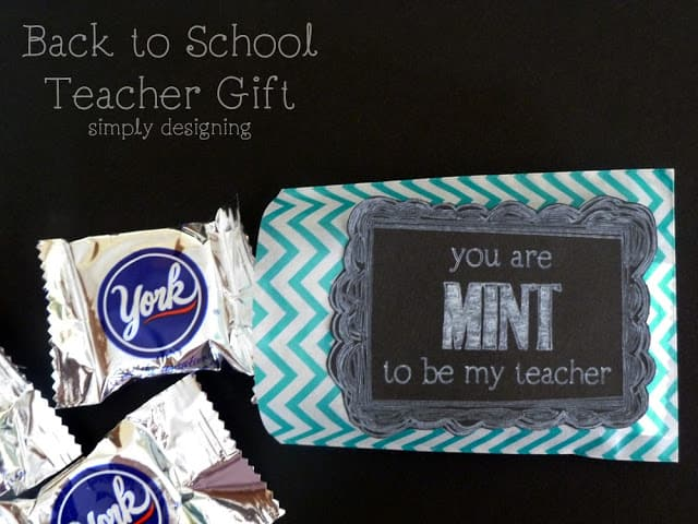 You are MINT to Be My Teacher {Back to School Chalkboard Style Teacher Gift} #diy #chalkboard #backtoschool #teacher #teacherappreciation #teachergifts #tags