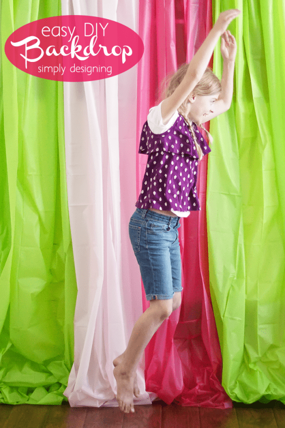 Simple DIY Photo Backdrop perfect for nearly any photo shoot - but I really love this idea for a summer photo shoot with kids!
