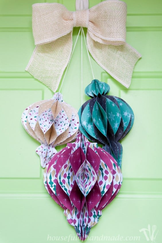 DIY-Giant-Paper-Ornament-Christmas-Wreath-6