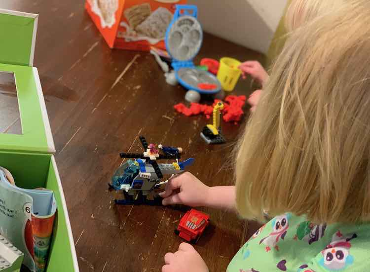 Ada's LEGO has been mixed up with her LEGO Junior set so she had the opportunity to make the bird dizzy by putting it on the helicopter blades.